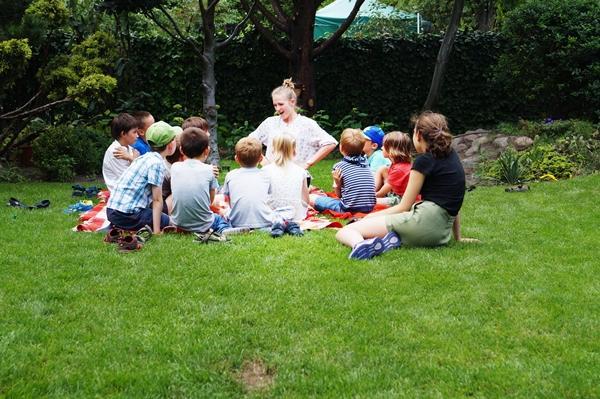 BajOla opowiada bajki w parku